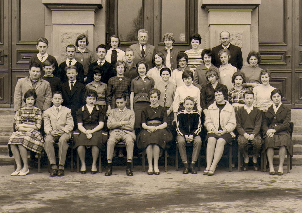 Klassenfotos jahrgang 1946 47 schule mitte oberursel for Koch oberursel